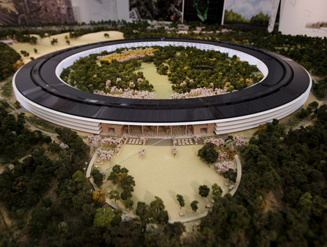 dezeen_Fosters-Apple-Campus-unanimously-approved_2